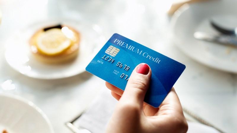 از پول نقد استفاده کنید و کارت اعتباری استفاده نکنید