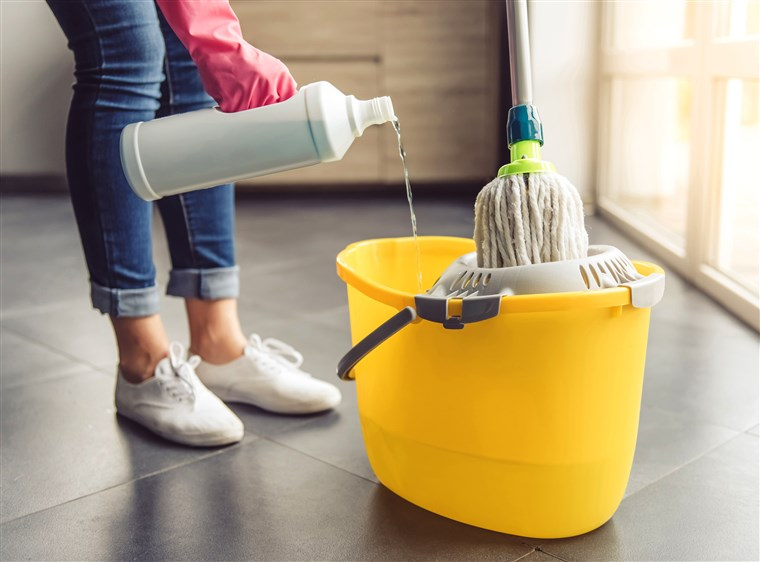 مرتب کردن وسایل نظافت در منزل