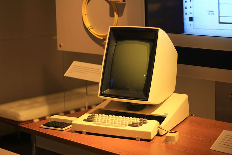 اولین مانیتور کامپیوتر